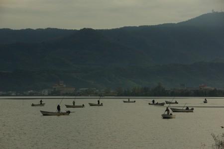 8早朝のシジミ漁