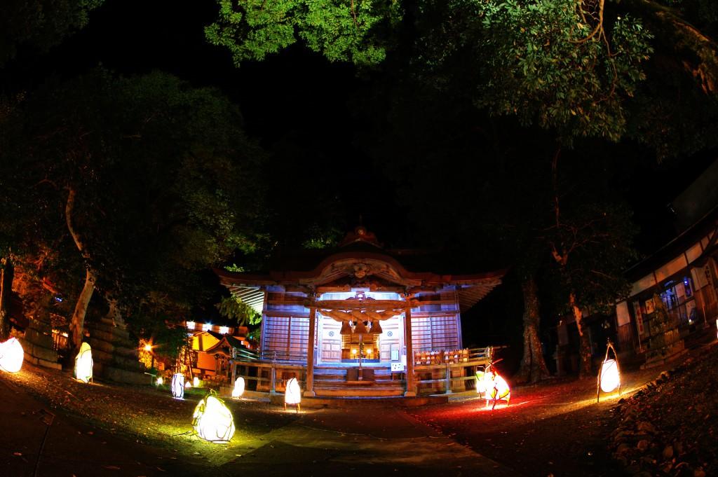 65三朝神社と和紙の灯り
